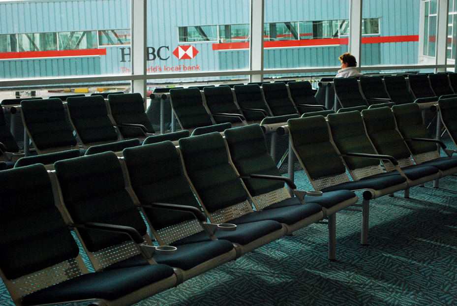 empty YVR airport | www.alicia-carvalho.com/blog