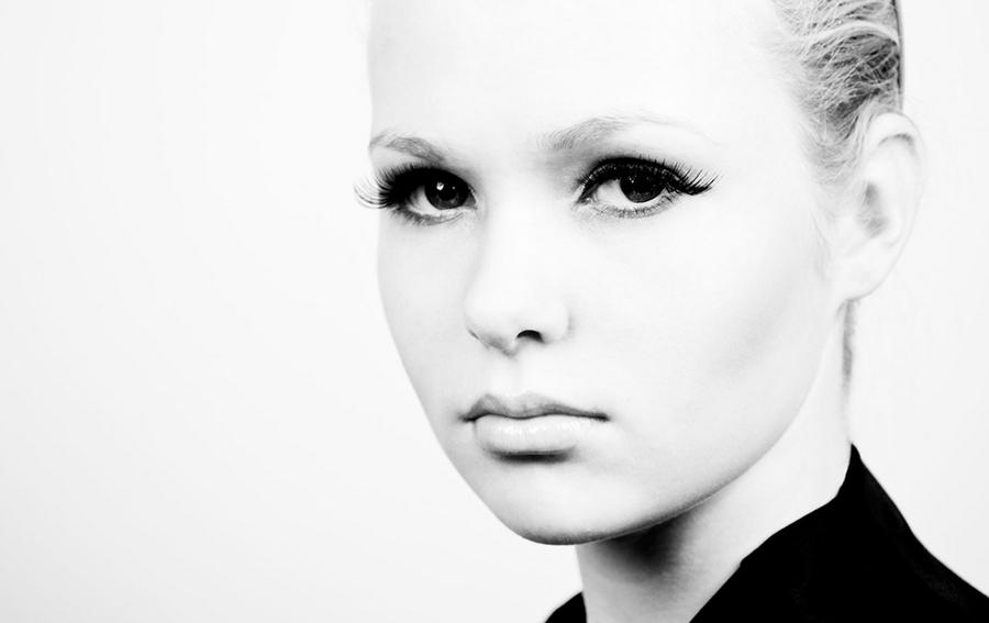 Særún Norén Black and White Portrait Photography | www.alicia-carvalho.com