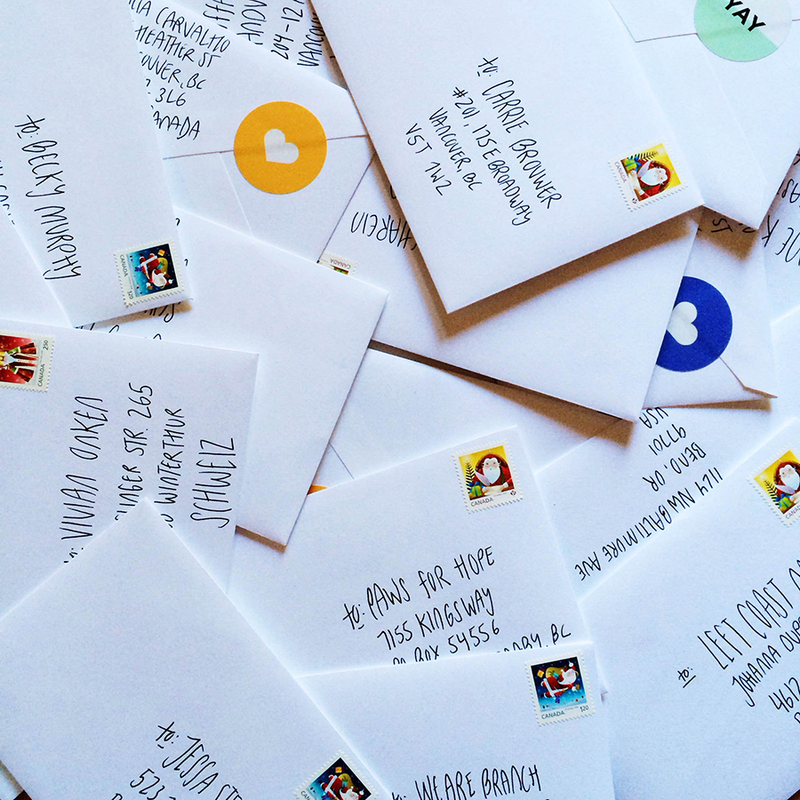 Fun and bright round stickers to liven up your snail mail. Stickers by Moo | www.alicia-carvalho.com